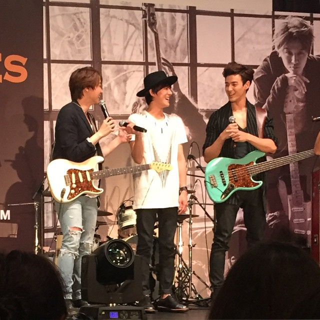 #RoyalPirates pointed at each other when the emcee asked,